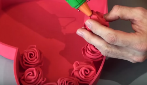 Cách làm hộp quà trái tim đựng hoa hồng dịp Valentine