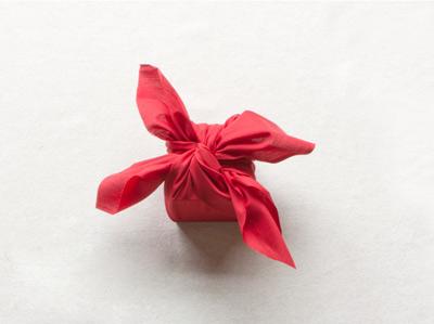 Hướng dẫn cách gói quà bằng vải độc đáo của người Nhật