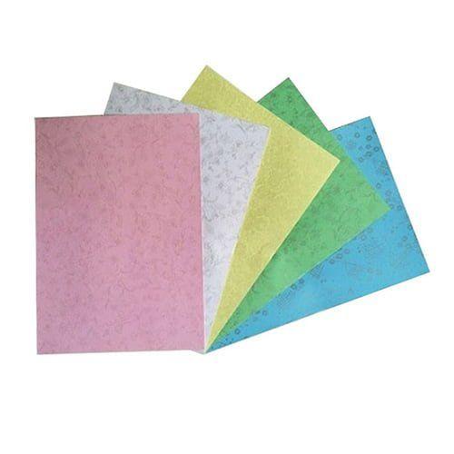 Bìa giấy khổ A4  Định lượng 180g  Có 5 màu : xanh dương, xanh lá, vàng, hồng , trắng