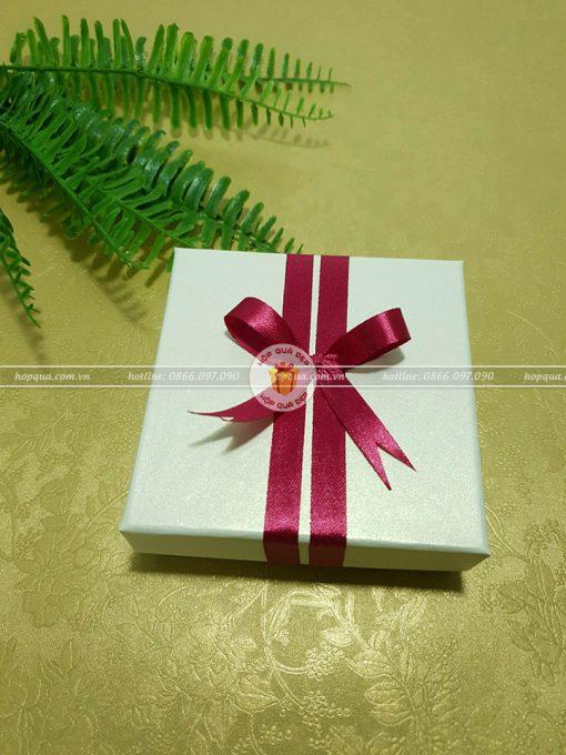 Hộp quà nhỏ, hộp quà size nhỏ HQ19 - Kích thước 10x10x3cm