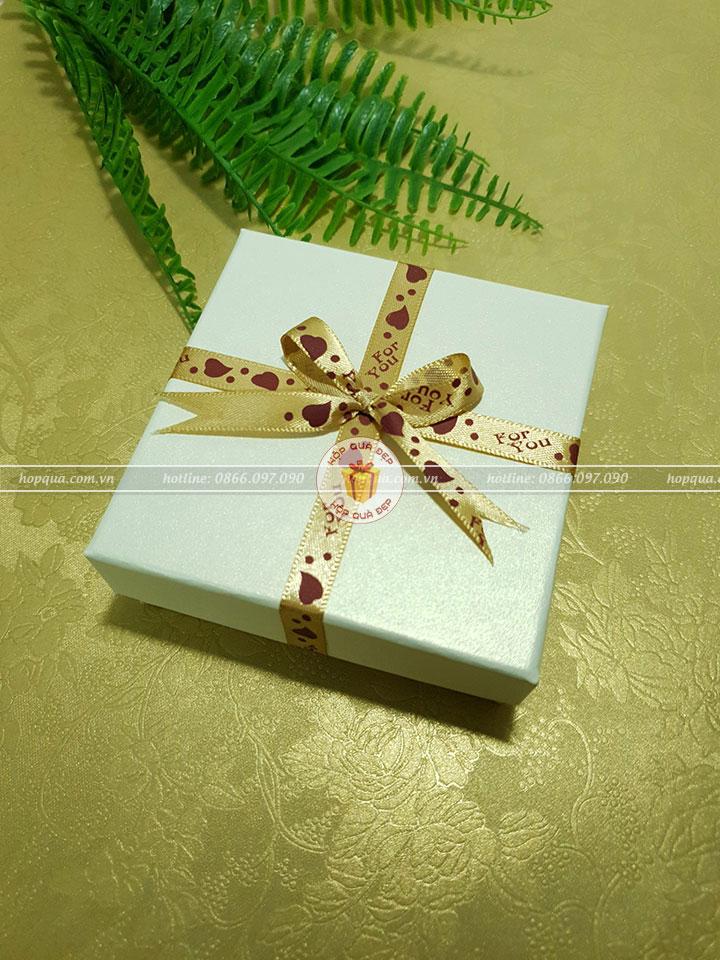 Hộp quà nhỏ, hộp đựng quà nhỏ HQ22 - Kích thước 10x10x3cm