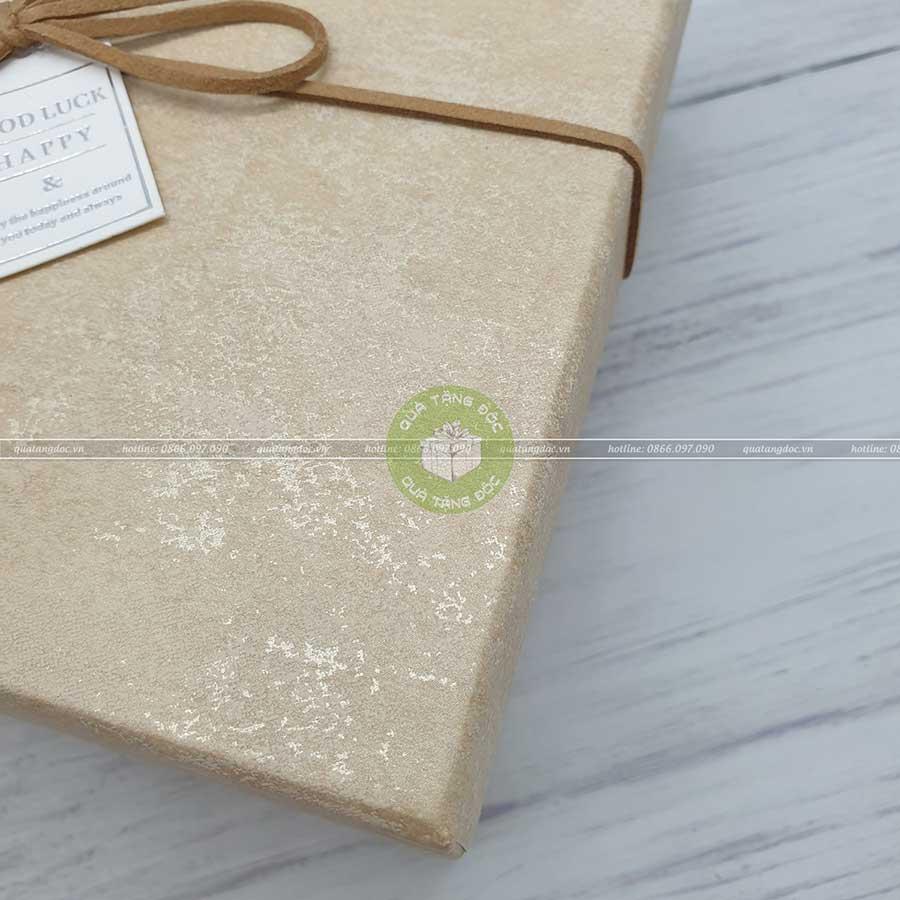 Hộp quà hình vuông 3 loại kích thước 15, 17, 19cm - HQ33