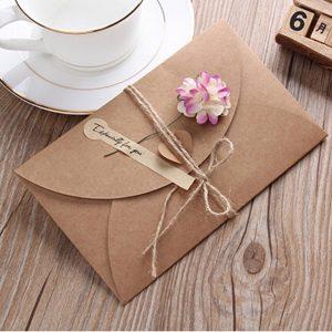Những mẫu giấy màu làm thiệp handmade phổ biến hiện nay