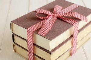 Tặng sách làm quà sinh nhật
