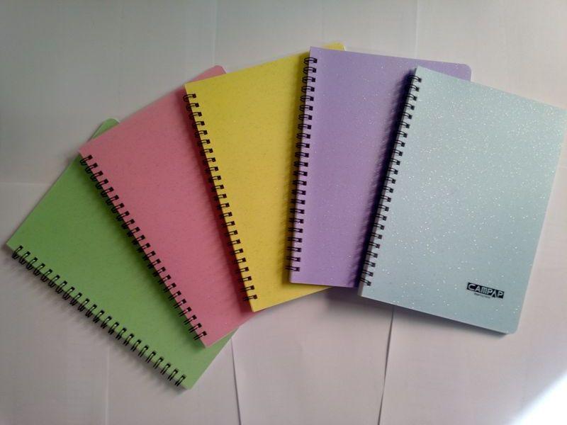 Giấy bìa màu có bìa sách vở