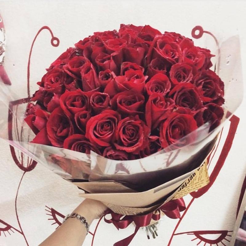 Hoa tươi là món quà đơn giản mà hiệu quả để một cô gái trở nên vui vẻ