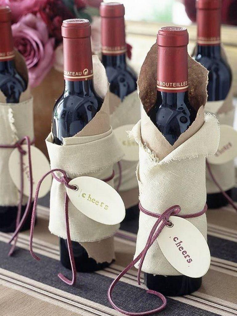 Tổng hợp 5+ cách gói quà rượu độc lạ cho ngày tết 2021