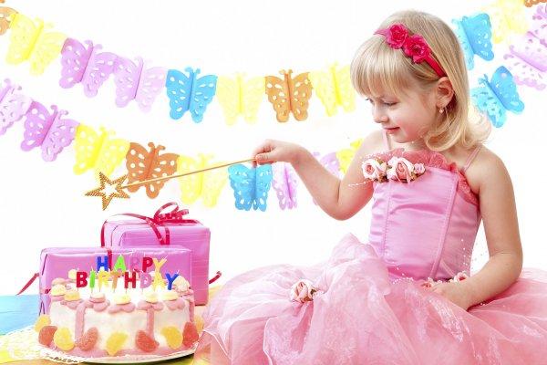 Tổng hợp những món quà sinh nhật cho bé gái vừa túi tiền