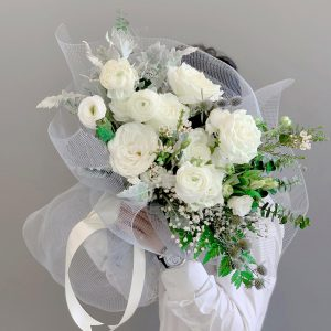 Tặng hoa hồng trắng