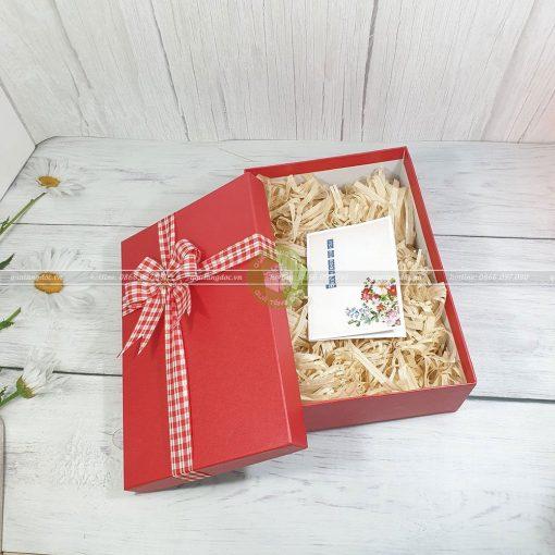 Hộp quà tặng HQ40 – KT 30x20x10