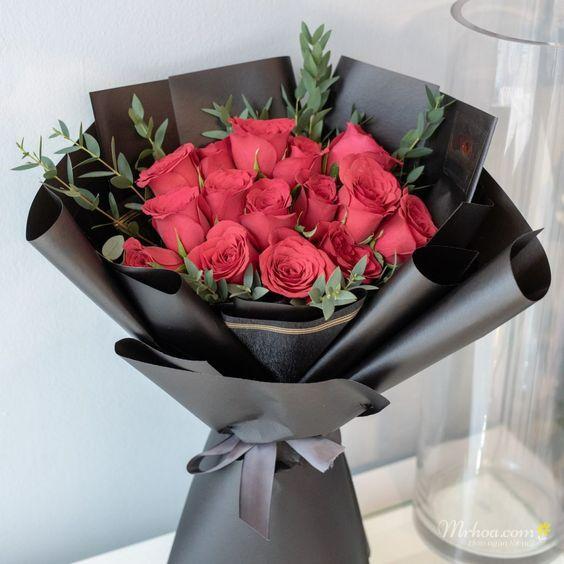Hoa hồng đỏ tượng trưng cho tình yêu mãnh liệt