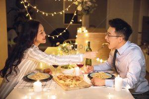 Bữa tối lãng mạn dưới ánh nến cho 2 người